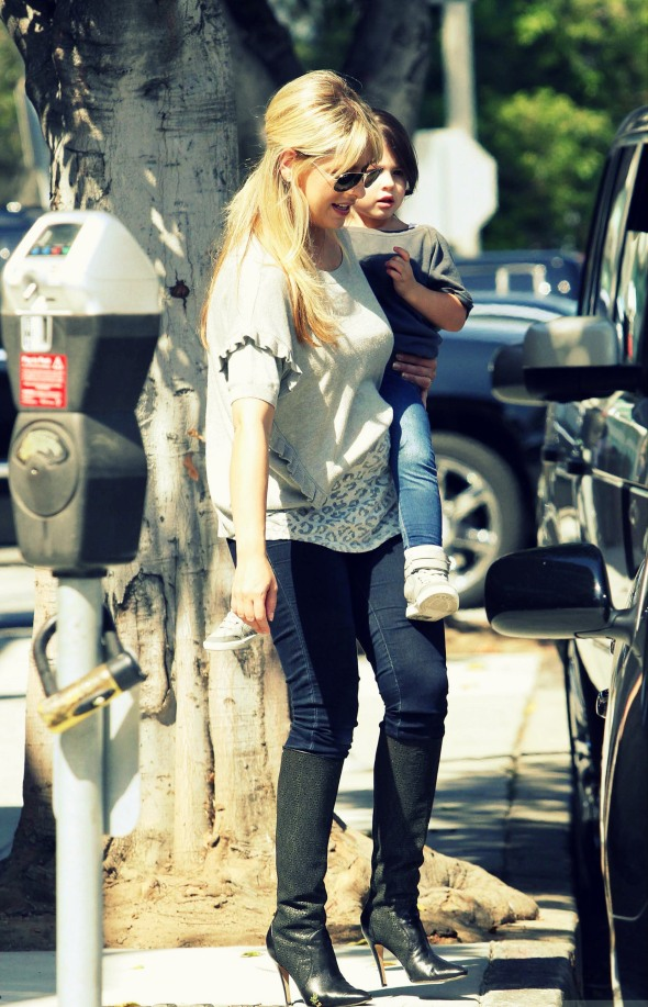 EXC SARAH MICHELLE GELLAR AND DAUGHER CHARLOTTE SPOTTED IN SANTA MONICA